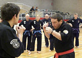 Mr Kelley mit Zertifikat ( 9th degree Black Belt ) f�r Mr Schulte